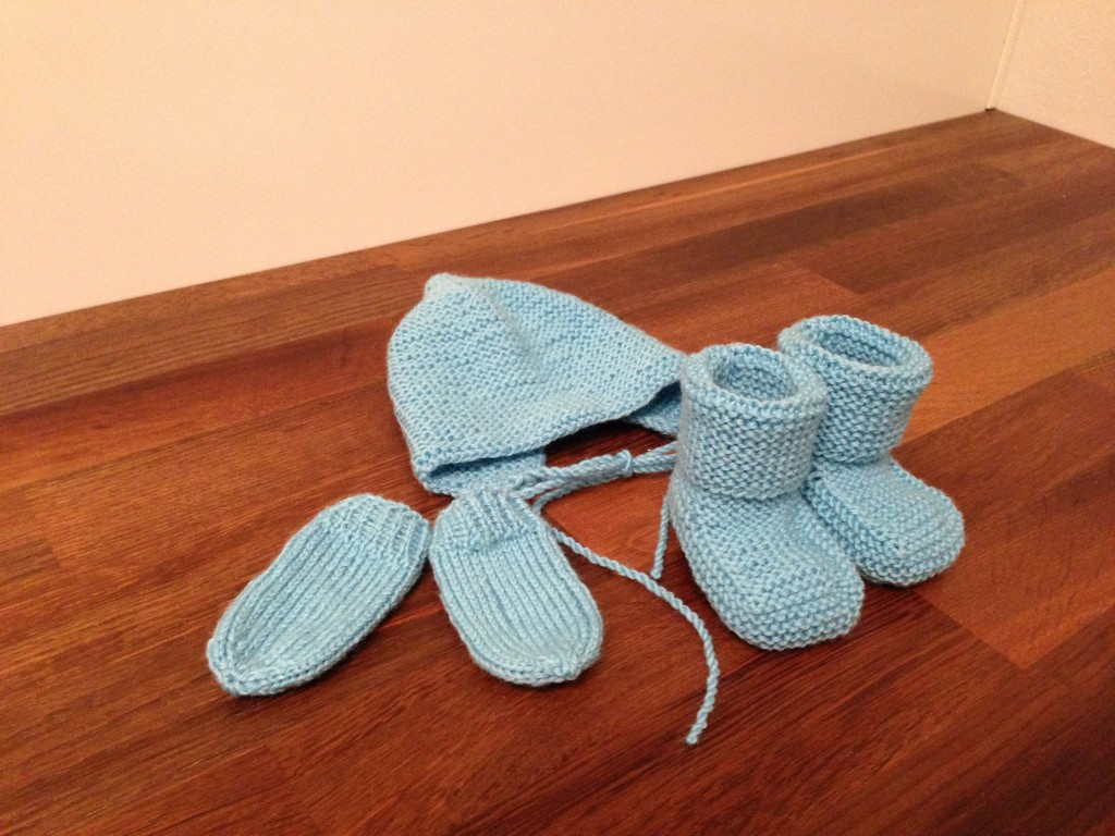 Hjemmestrikket babytøy